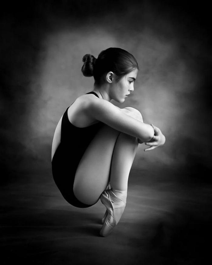 danse-contemporaine-posture-incroyable-de-danse-contemporaine