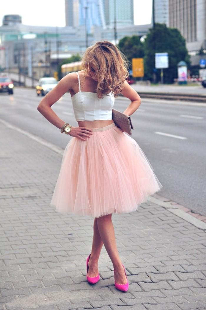 de-belle-tenue-de-jour-en-tendance-jupe-femme-jupe-short-hiver-printemps-en-rose