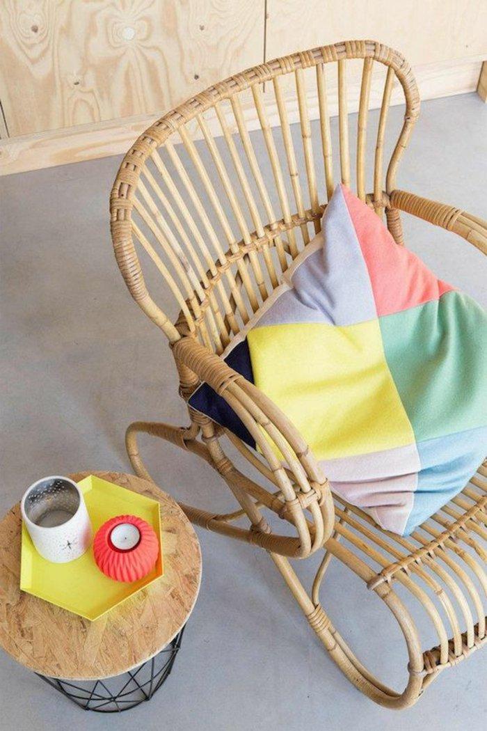 decoration-formidable-idée-fauteuil-en-rotin-meubles-rotin-salle-se-séjour-ou-balcon-colore