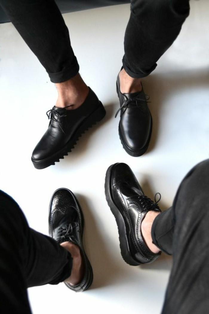 derbies-femme-pas-cher-cuir-noir-modèle-chic-pour-les-femmes-qui-aiment-la-mode