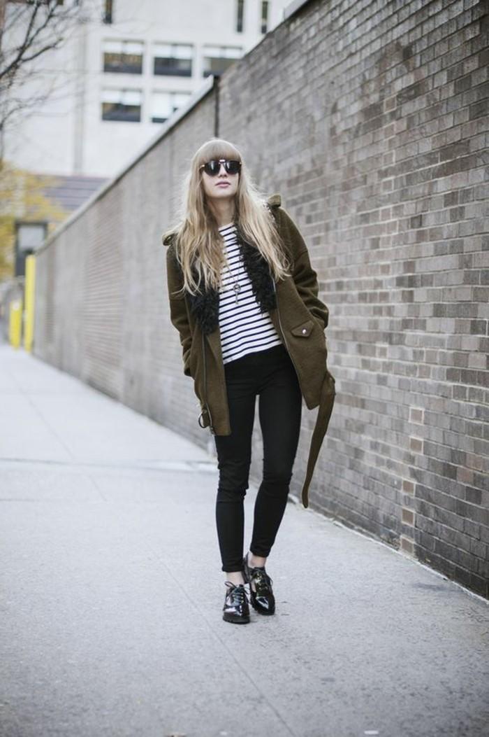 derbies-femmes-lacet-noir-pour-les-femmes-chic-pantalon-noir-manteau-vert