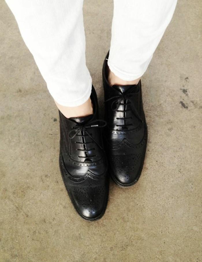 derby-chaussures-femme-chaussure-cuir-noir-femme-moderne-pantalon-blanc
