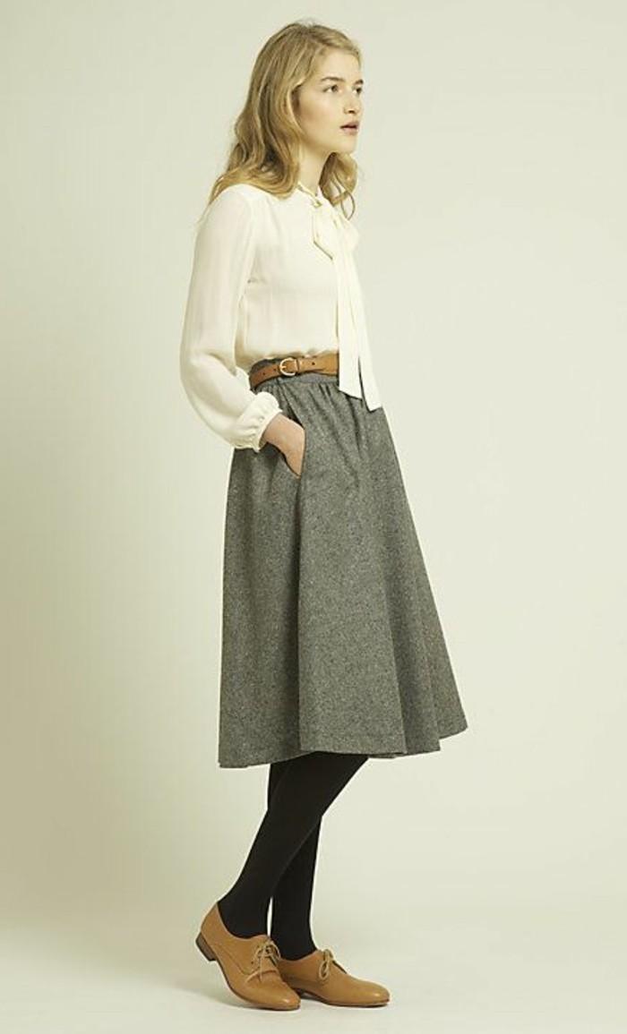 derby-chaussures-femme-chaussures-beiges-derby-femme-beige-jupe-grise