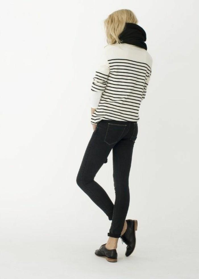 derby-chaussures-femme-chaussures-femme-moderne-pantalon-gris-femme-cheveux-blondes