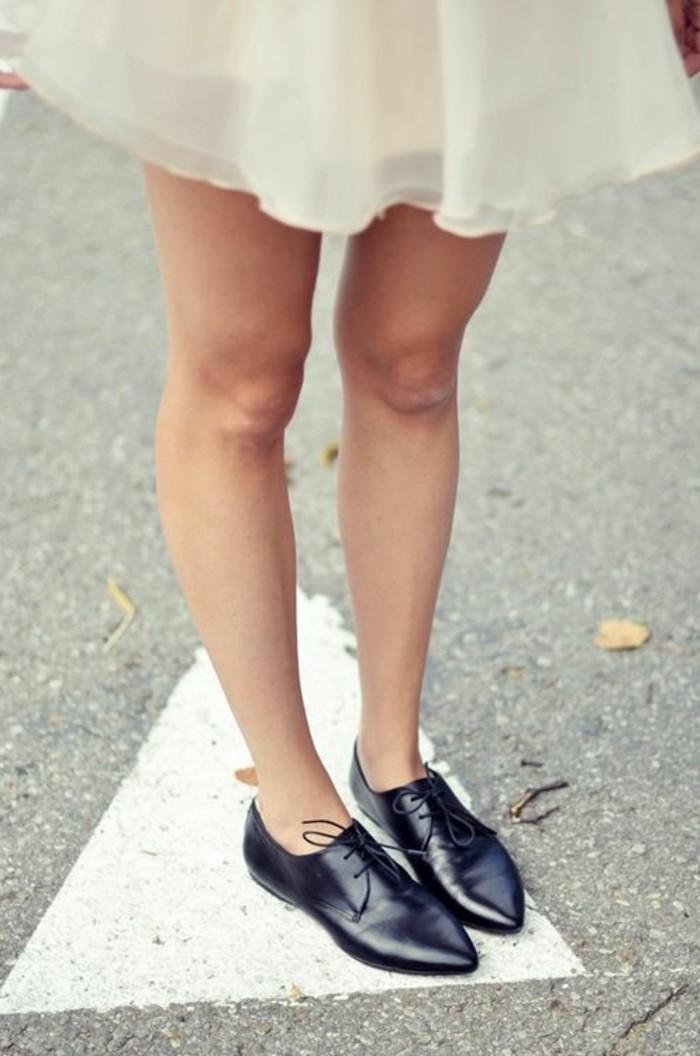 derby-chaussures-femme-jupe-blanche-courte-femme-modèles-originales