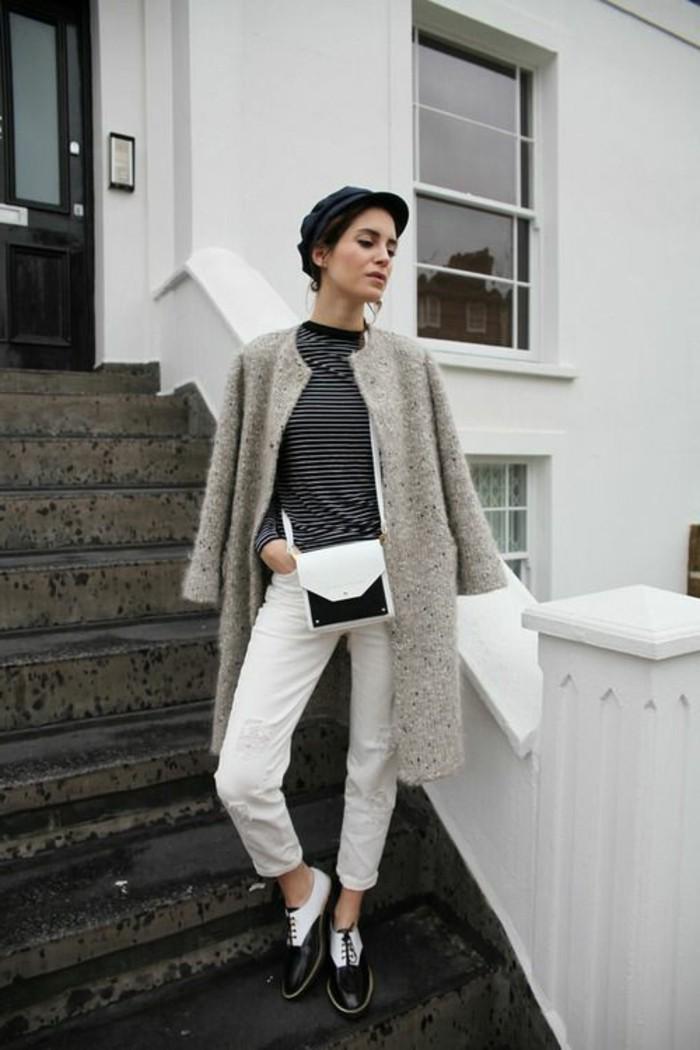 derby-chaussures-femme-pantalon-blanc-femme-droit-blouse-aux-rayures-gris-blanc