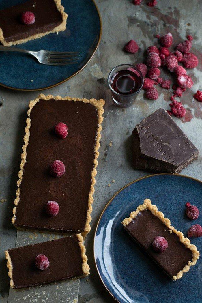 dessert-avec-framboises-recette-avec-des-framboises-delicieux-chocolat-noire