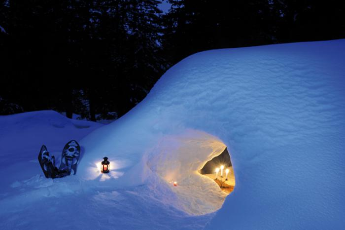 dormir-en-igloo-hébergement-romantique-dans-la-neige