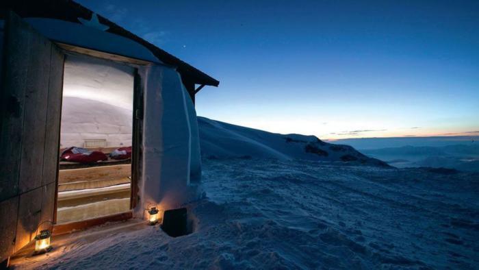 dormir-en-igloo-hôtel-igloo-dans-la-montagne
