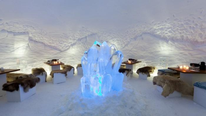 dormir-en-igloo-sculpture-de-glace-dans-un-bar-de-glace