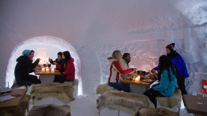 dormir-en-igloo-visiter-et-rester-dans-un-hotel-dans-la-neige