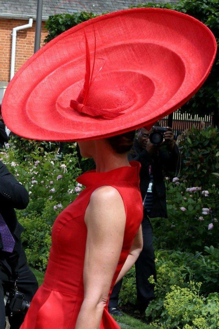 exctravagantes-Modele-formidable-chapeau-hiver-tenue-chic-et-élégance-vetements