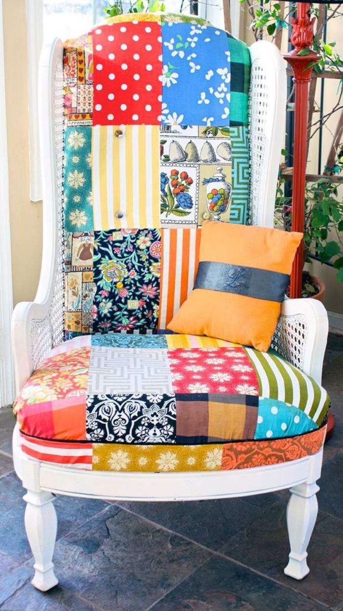 fauteuil-patchwork-décoration-intérieure-avec-textiles-colorés