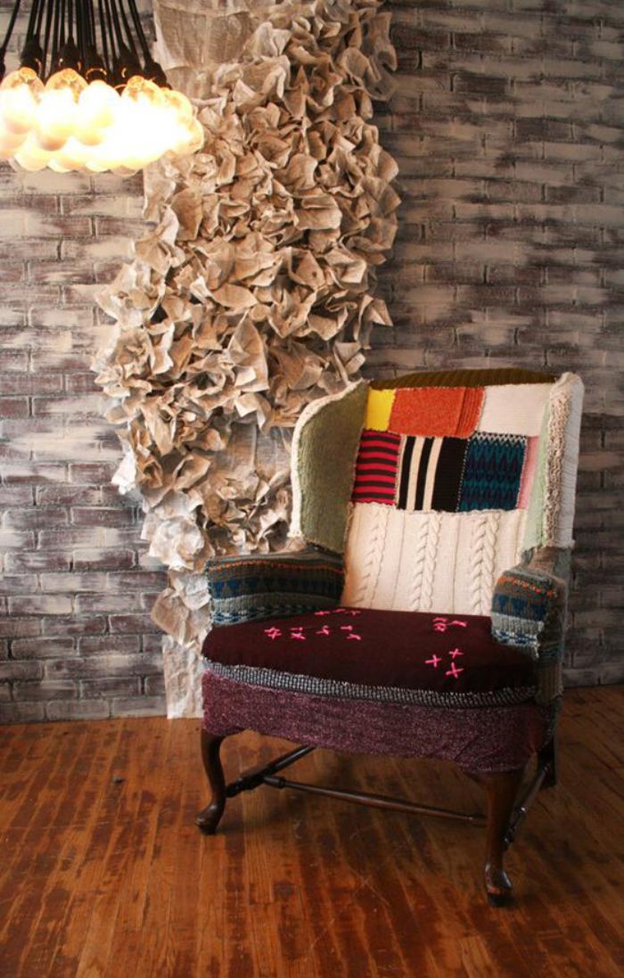 fauteuil-patchwork-textures-et-couleurs-différentes