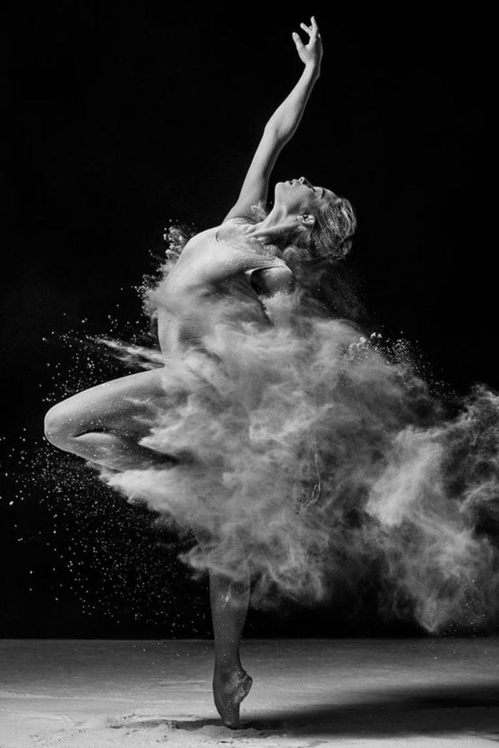 danse-contemporaine-danse-avec-de-la-farine
