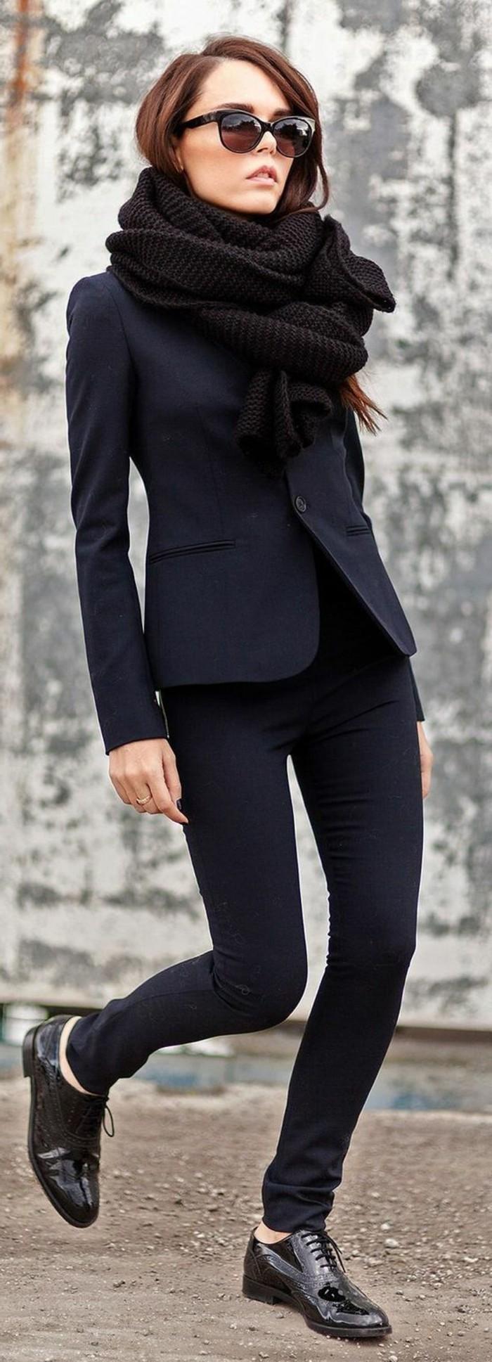 femme-elegante-autfit-noir-filles-modernes-derbies-femme-pas-cher-noires-lunettes-du-soleil