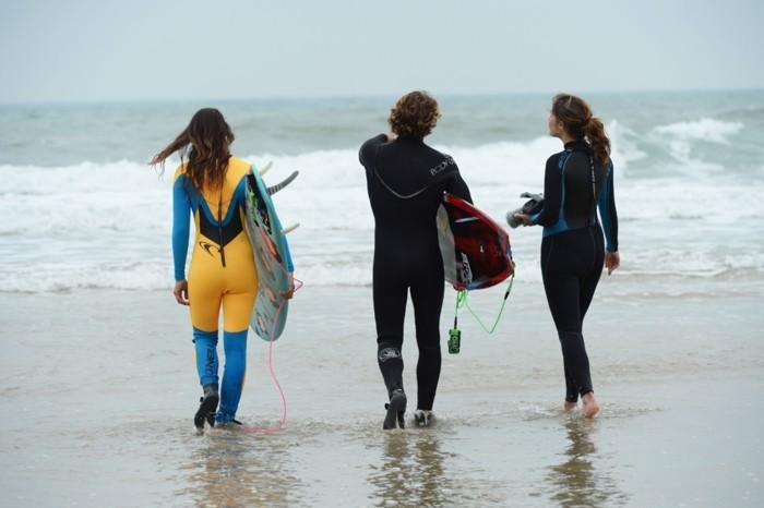 formidable-combinaison-surf-homme-combinaison-rip-curl-sport-ootd-au-bord-de-la-mer-combinaison-néoprène-combinaison-voile-cagoule-surf