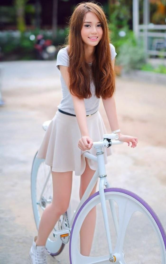 formidable-jupe-longue-blanche-jupe-trapeze-robe-syle-élégante-bicyclette