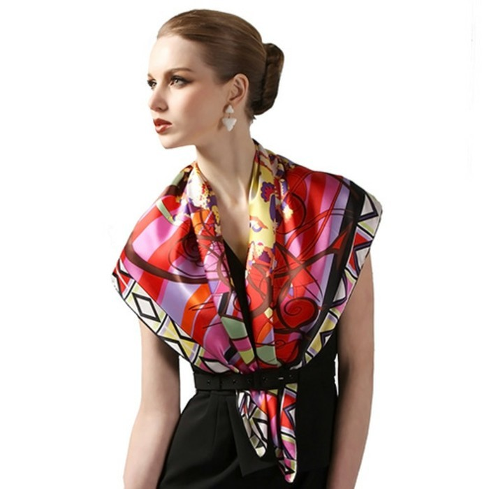 foulard-longchamp-geometrie-fleurs-resized