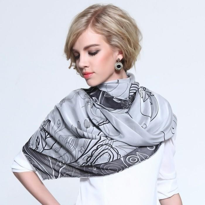foulard-longchamp-gris-fleurs-resized