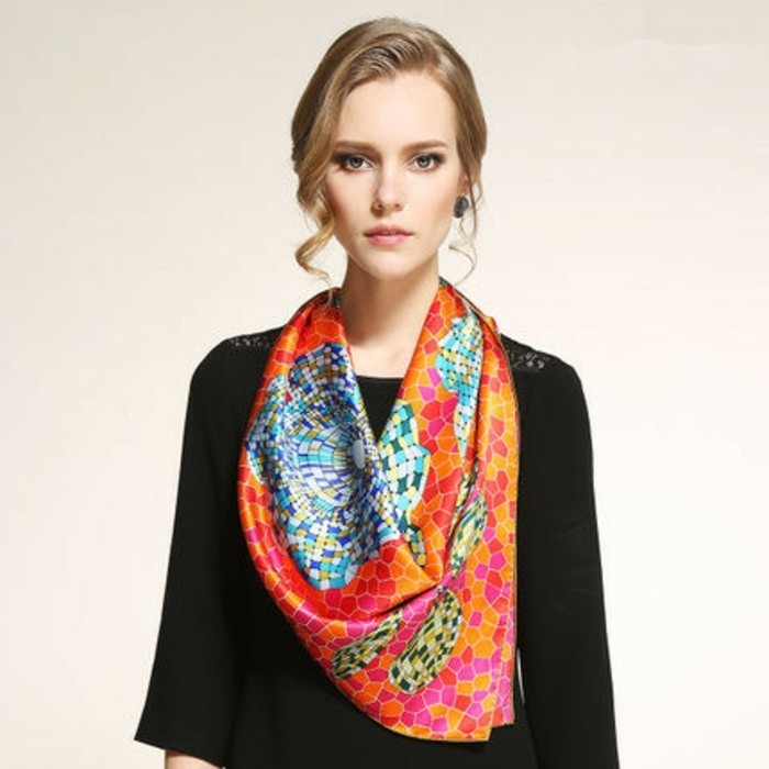 foulard-longchamp-mosaique-resized