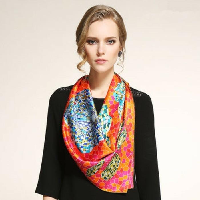 foulard-longchamp-mosaique-resized