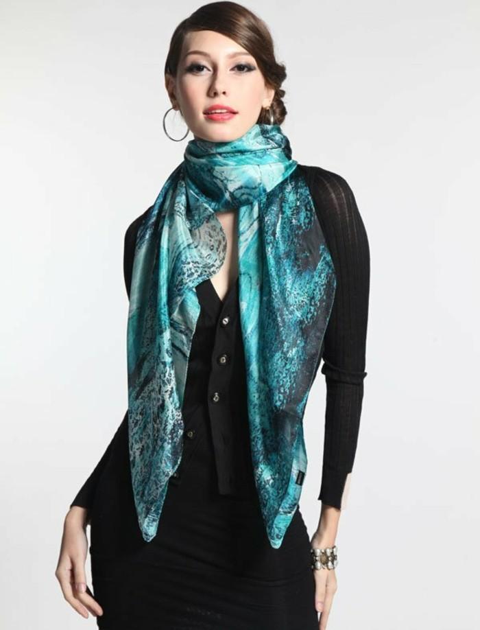 foulard-longchamp-motifs-azur-resized