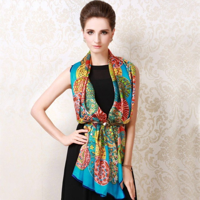 foulard-longchamp-soie-bleu-jaune-resized