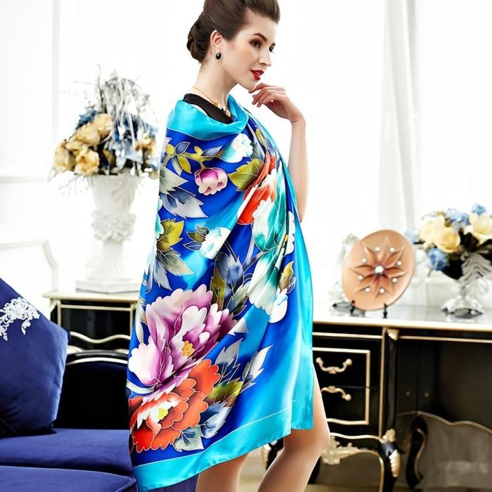 foulards-en-soie-azur-fleurs-beau-resized