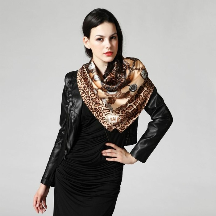 Foulards en soie pour être chaque jour différente - Archzine.fr 248a125e8c4