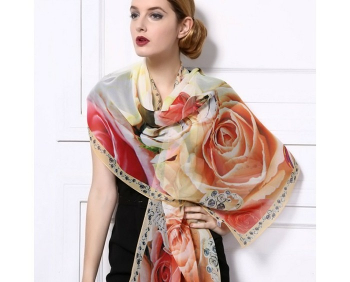 foulards-en-soie-roses-beiges-resized