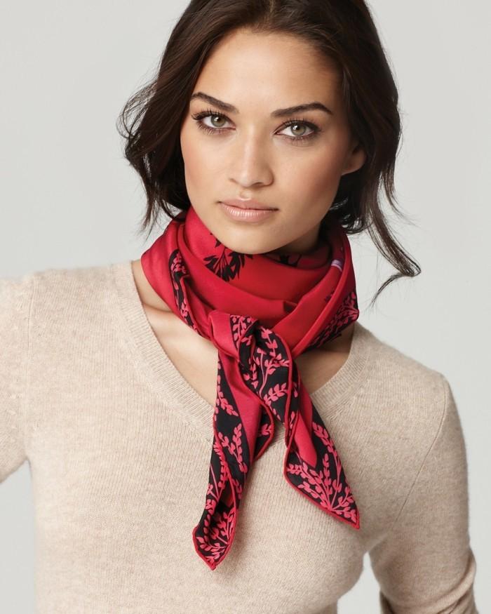 foulards-en-soie-rouge-fleurs-noires-resized