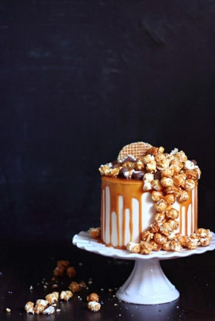 gâteau-d-anniversaire-au-caramel-gateau-d-anniversaire-personnalisé-à-faire