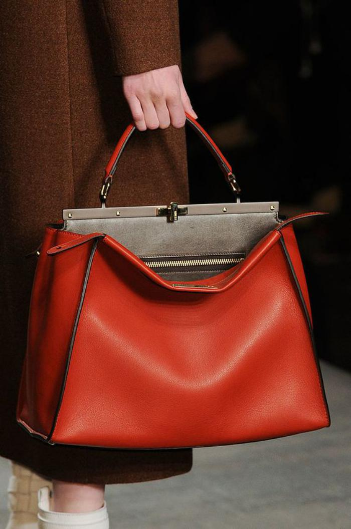 grand-sac-à-main-extravagant-mode-de-femme-moderne