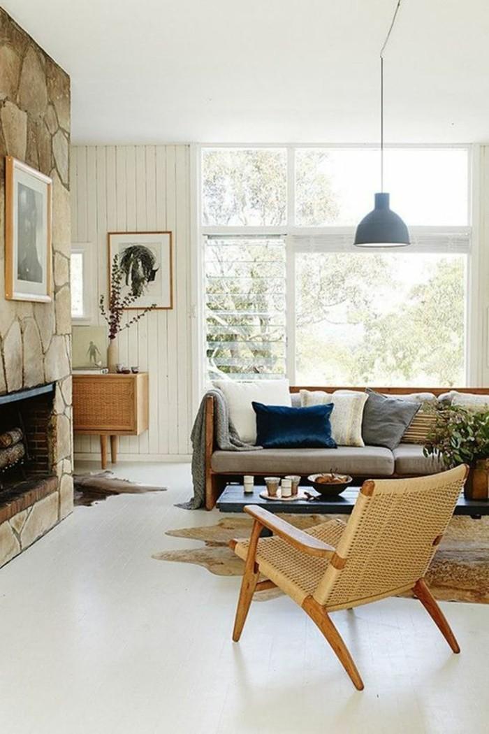 idée-peinture-salon-grande-fenêtre-salon-canape-bas-coussins-chaise-en-rotin
