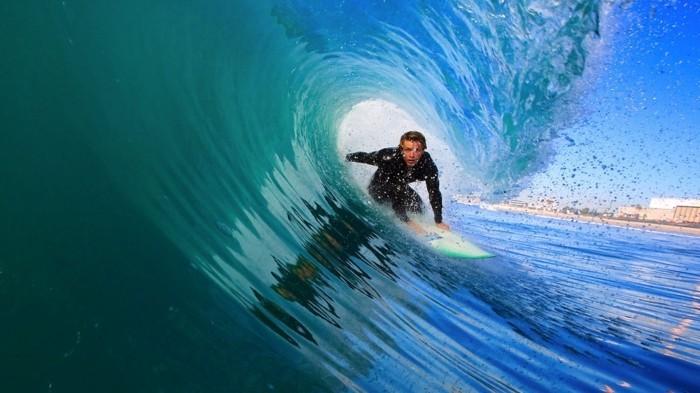 idée-quoi-porter-combi-surf-femme-combinaison-femme-surf-idée-comment-s-habiller-cool-sport-combinaisons-surf
