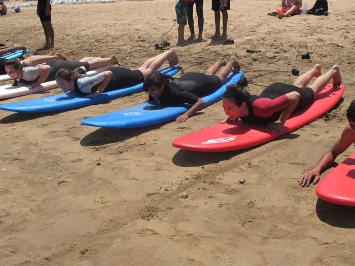 idée-quoi-porter-combi-surf-femme-combinaison-femme-surf-idée-comment-s-habiller-destockage-combinaison-surf