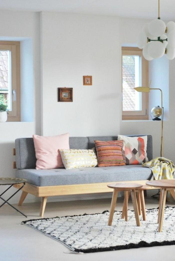 idee-deco-peinture-salon-canape-salon-gris-coussins-de-canape-colorés-meubles-de-salon