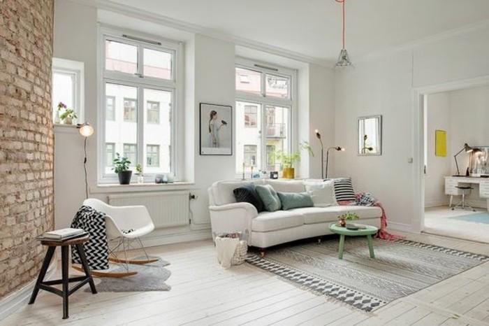 idee-deco-sejour-aménagement-petit-salon-planchers-beiges-en-bois