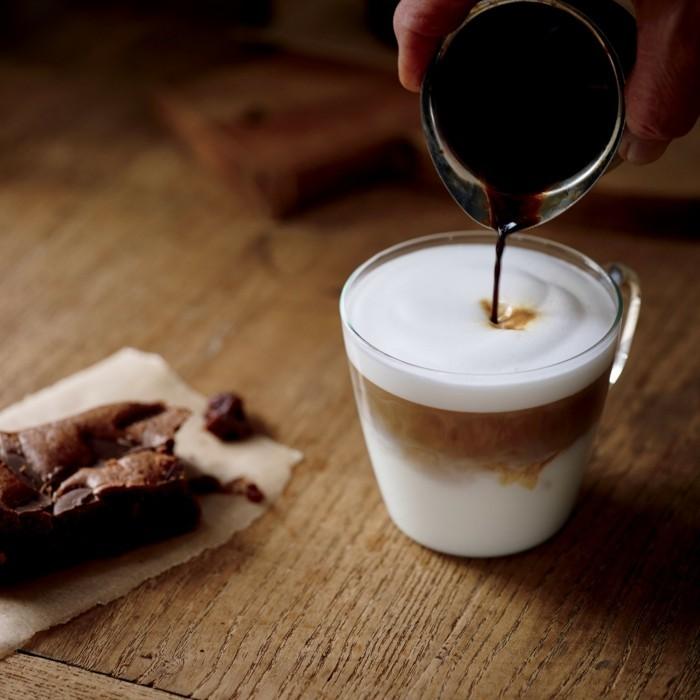 inspiration-café-macchiato-bonne-idée-pour-boire-de-bon-café-ambiance-cozy-bonne-boisson-chaude