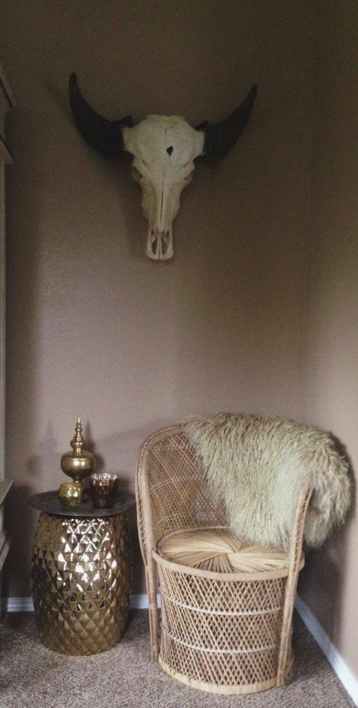 intérieur-design-fauteuil-rotin-vintage-cool-idée-aménagement-salon-cosy
