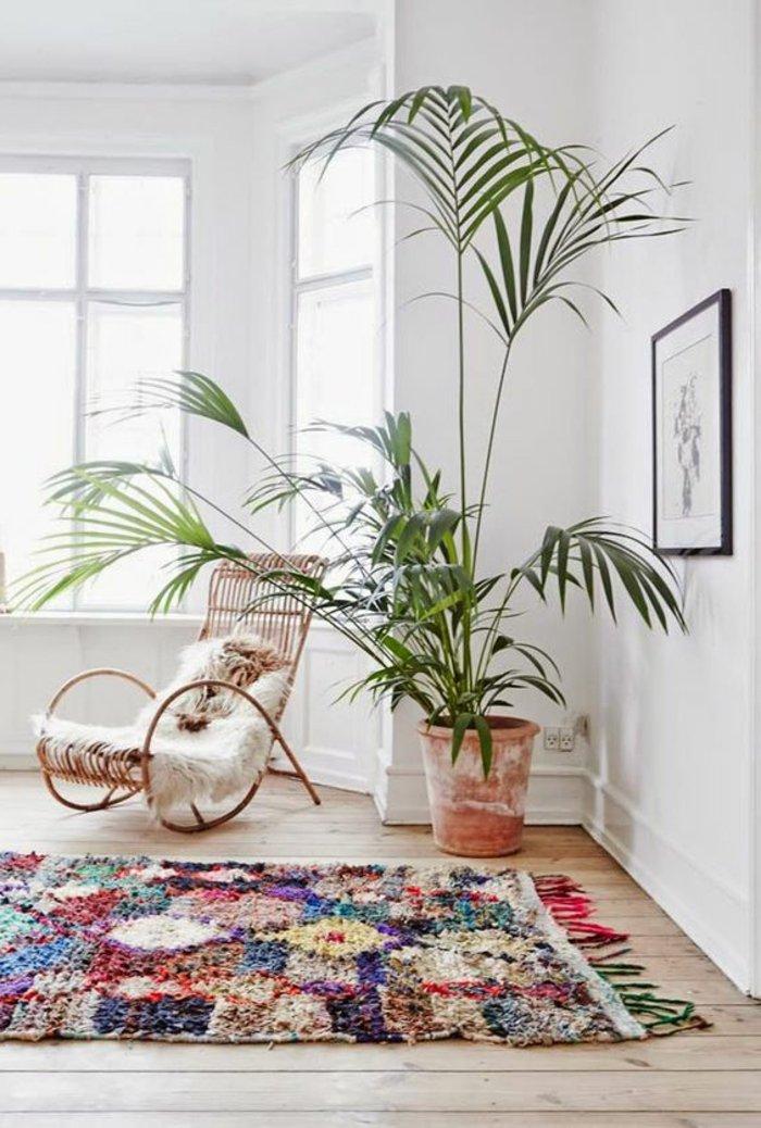 intérieur-design-fauteuil-rotin-vintage-cool-idée-aménagement-salon-une-idee-tapis-design