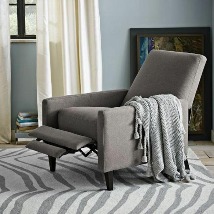 joli-design-fauteuil-massant-gris-comment-bien-amenager-le-salon-avec-une-chaise-massante