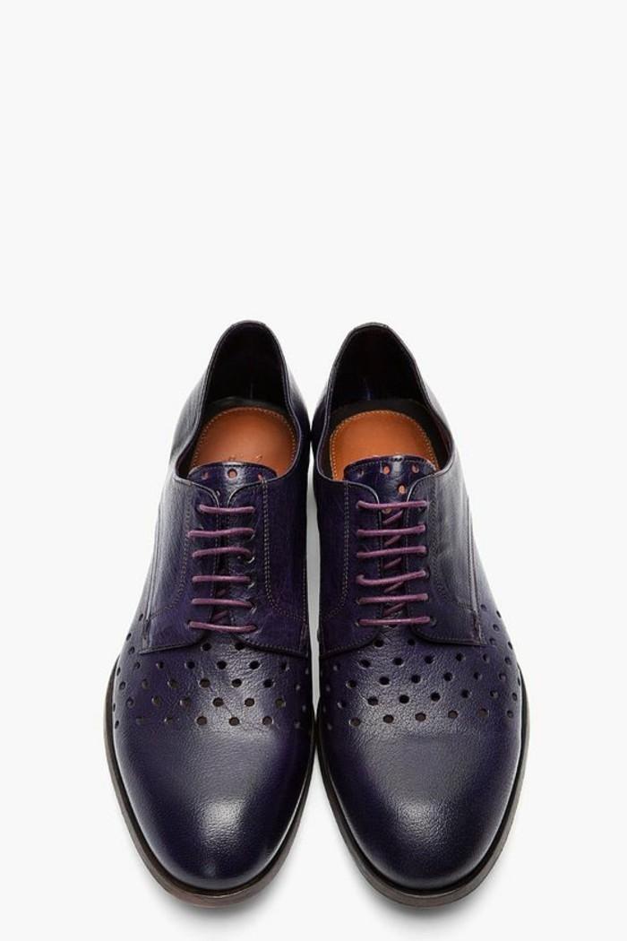 joli-modèle-de-derbies-femme-pas-cher-cuir-noir-aux-troues-chaussures-en-cuir-noir