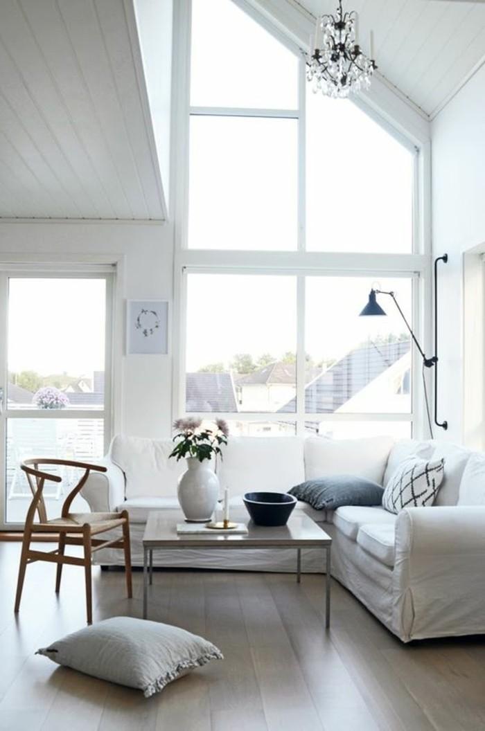 joli-salon-plafond-hat-interieur-scandinave-sol-en-parquet-foncé