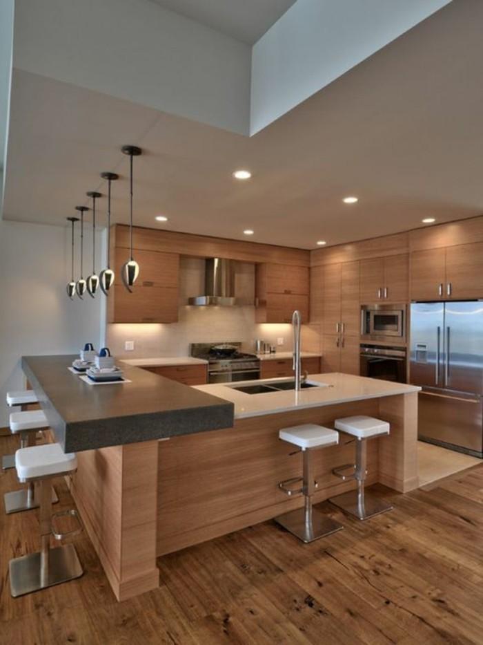jolie-cuisine-avec-meubles-en-bois-clair-bar-de-cuisine-chaise-de-bar