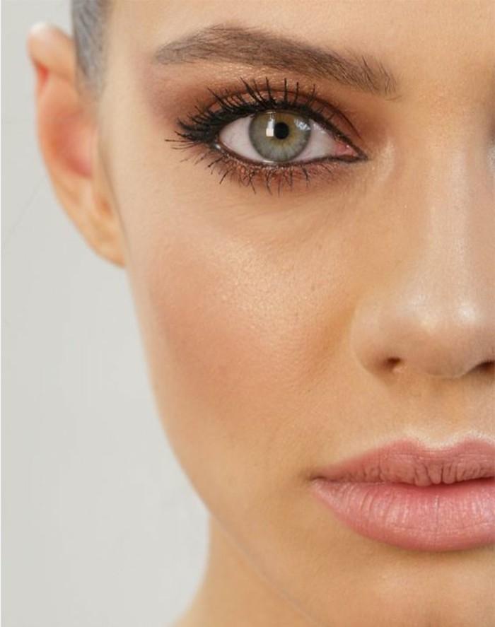 jolie-maquillage-yeux-verts-bleus-comment-se-maquiller-astuces