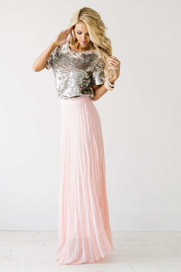 jupe-longue-rose-plissée-femme-moderne-t-shirt-jupe-longue-rose-pale