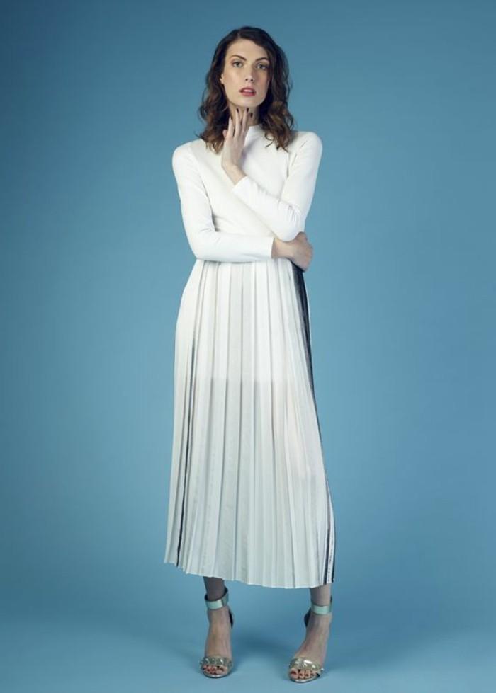 jupe-plissée-blanche-femme-tendances-de-la-mode-pour-2016-blouse-blanc-femme-talons