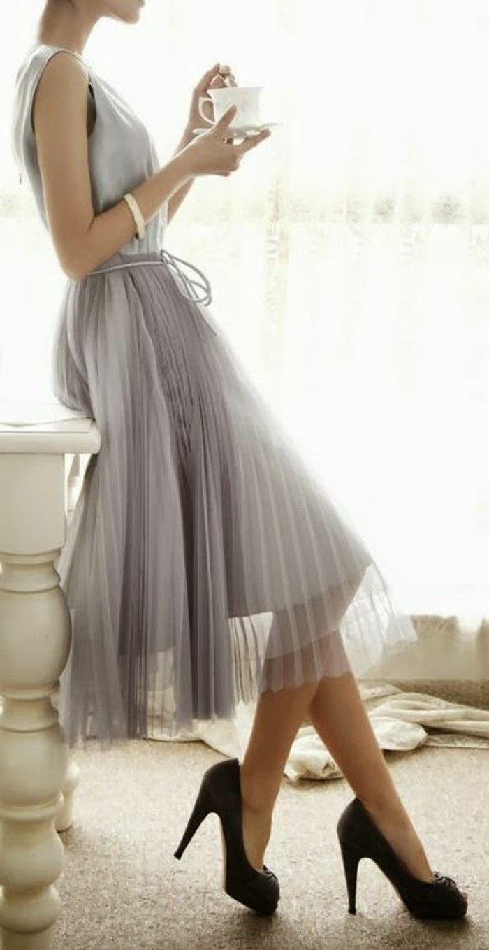 jupes-longues-gris-talons-hauts-noirs-femme-jupe-mi-longue-grise-femme-chic